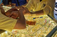 Ai mua vàng ở giá 56 triệu đồng/lượng đang cầm chắc lỗ nặng!
