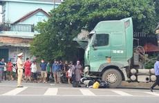 Xe tải tông xe máy từ phía sau, 2 người thương vong