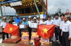 Vùng 2 Hải quân đồng hành cùng ngư dân vươn khơi bám biển