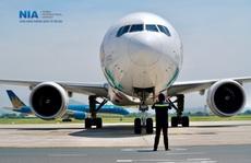 'Đột nhập' khu bay Nội Bài trong cái nắng nóng cực điểm hơn 62 độ C