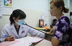 Cán bộ, nhân viên y tế chịu áp lực công việc nặng nề