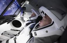Bên trong con tàu lịch sử của SpaceX