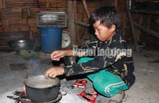 Thực hư chuyện 4 em nhỏ ăn cơm nguội với ve sầu