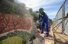 CLIP: Cận cảnh phá dỡ 600 m con đường gốm sứ