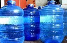 Bỏ thuốc độc vào bình nước uống để đầu độc gia đình 'người yêu'