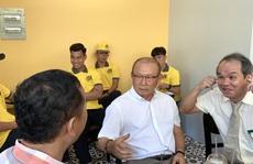 Trước giờ hội quân U22 Việt Nam, HLV Park Hang-seo bất ngờ  bay vào gặp bầu Đức
