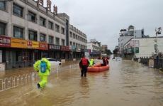 """""""Cơn ác mộng"""" mưa lũ đeo bám Trung Quốc"""