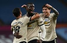 Trọng tài 'tặng' phạt đền, Man United lập kỷ lục Ngoại hạng Anh