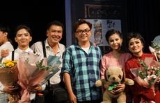 Nhiều nghệ sĩ xúc động khi xem vở 'Duyên kiếp' của kịch Hồng Vân
