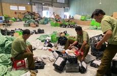 CLIP: Đột kích kho hàng lậu hơn 100.000 sản phẩm do người Trung Quốc đứng đầu