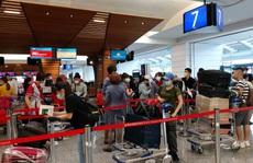 Tân Sơn Nhất đón hơn 300 người Việt về từ Đài Loan