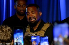 Rapper Kanye West bật khóc trong buổi vận động tranh cử tổng thống
