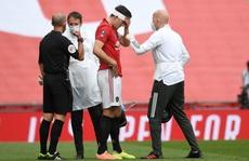 Va chạm kinh hoàng với đồng đội, sao M.U Eric Bailly nhập viện khẩn cấp