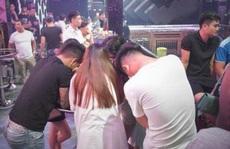 'Đột kích' quán bar, phát hiện hàng chục nam nữ dương tính với ma túy