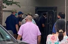 'Nhóm người đeo khẩu trang' phá khóa tổng lãnh sự quán Trung Quốc ở Houston