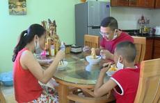1 gia đình ở Quảng Bình về từ Đà Nẵng treo biển 'Nhà đi vắng' để tự cách ly