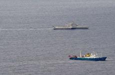 Tàu chiến Mỹ đến gần tàu Hải Dương 4 và tàu kiểm ngư Việt Nam ở biển Đông