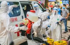 Cận cảnh phun khử khuẩn nơi có ca bệnh 459 đi Đà Nẵng về