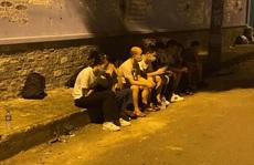 Thấy Công an quận Tân Phú, nhóm người Trung Quốc bung chạy