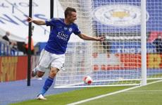 Chelsea, Leicester thắng 3 sao, sân cỏ Ngoại hạng Anh nóng rực