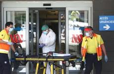 Choáng váng với mức tăng ca nhiễm Covid-19 toàn cầu, Mỹ 'nóng hừng hực'