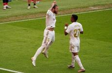 'Đao phủ' Ramos lập kỷ lục ghi bàn, Real Madrid được ưu ái?