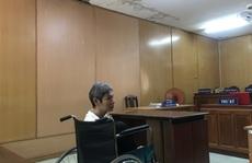 Đối tượng Trần Minh Tuấn sa lưới trong tình cảnh ngồi xe lăn