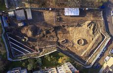 Xây nhà, công nhân lọt vào 'Thành Cổ Loa' kỳ bí phiên bản Ba Lan