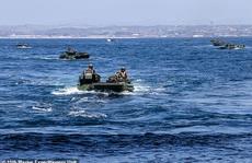 Thủy quân lục chiến Mỹ ra mệnh lệnh nóng, tìm kiếm 8 binh lính mất tích trên biển