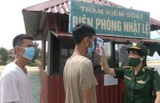 Quảng Bình: Tàu cá bị chìm, 8 ngư dân rơi xuống biển