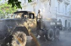 Cận cảnh Hải Phòng bắt đầu phun khử trùng các tuyến đường chính nội đô
