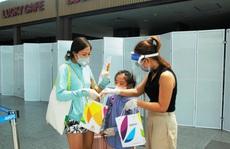 Giám đốc Sở Du lịch Đà Nẵng đến sân bay tiễn 260 du khách rời Đà Nẵng