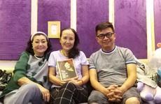 Kỳ nữ Kim Cương 'trốn dịch' trong phòng thu âm, ghi lại hồi ký đời mình