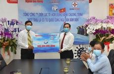 Tổng Công ty Điện lực TP HCM ủng hộ Chương trình 'Một triệu lá cờ Tổ quốc cùng ngư dân bám biển' 300 triệu đồng