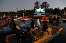 Xuống sông, hồ xem phim tránh Covid-19