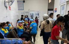 Gần 90 công nhân nhập viện cấp cứu nghi bị ngộ độc thực phẩm