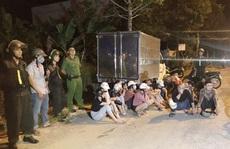 Cảnh sát bắt giữ nhiều 'chân dài' cùng nhóm giang hồ mang hung khí đi hỗn chiến
