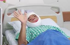 Tỉnh dậy sau phẫu thuật, chàng trai 'mặt quỷ' khóc nấc vì hạnh phúc