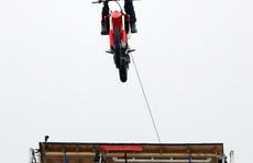 Tom Cruise nhảy khỏi motor ở độ cao 150 m