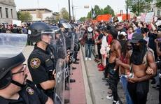 Người da màu 'bị liệt' do cảnh sát bắn, Tổng thống Trump phản ứng