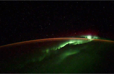 Phi hành gia Nga quay được 5 vật thể lạ bay xung quanh trái đất