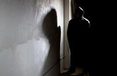 Thủ phạm lẻn vào phòng ngủ là gã hàng xóm!