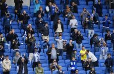 Bóng đá châu Âu thử đón khán giả trở lại