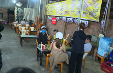 Đắk Lắk: Kiểm tra hàng quán bất chấp Covid-19 vẫn bày bán