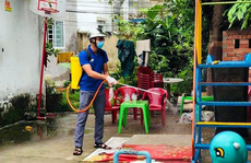 Phun thuốc sát khuẩn các khu lưu trú công nhân