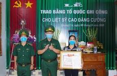 Thượng tá biên phòng hi sinh trong lúc giúp dân chống lũ được trao Bằng Tổ quốc ghi công