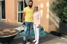 Đang chụp ảnh cưới, cô dâu Lebanon hồn xiêu phách lạc vì vụ nổ Beirut