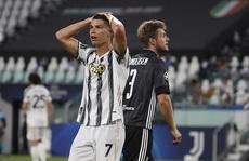 Ronaldo lập cú đúp, Juventus vẫn bị hất văng khỏi Champions League