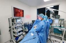 TP HCM: Mặc đồ chống dịch mổ cấp cứu ca bệnh đang cách ly Covid-19