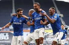 Tottenham gục ngã trận mở màn, Everton bay bổng ở London